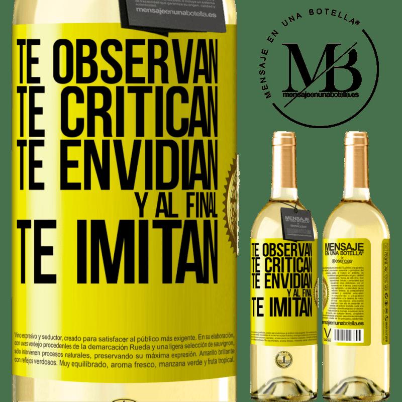 24,95 € Envoi gratuit   Vin blanc Édition WHITE Ils vous regardent, vous critiquent, vous envient ... et à la fin, ils vous imitent Étiquette Jaune. Étiquette personnalisable Vin jeune Récolte 2020 Verdejo