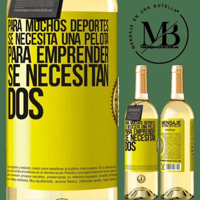 24,95 € Envío gratis | Vino Blanco Edición WHITE Para muchos deportes se necesita una pelota. Para emprender, se necesitan dos Etiqueta Amarilla. Etiqueta personalizable Vino joven Cosecha 2020 Verdejo