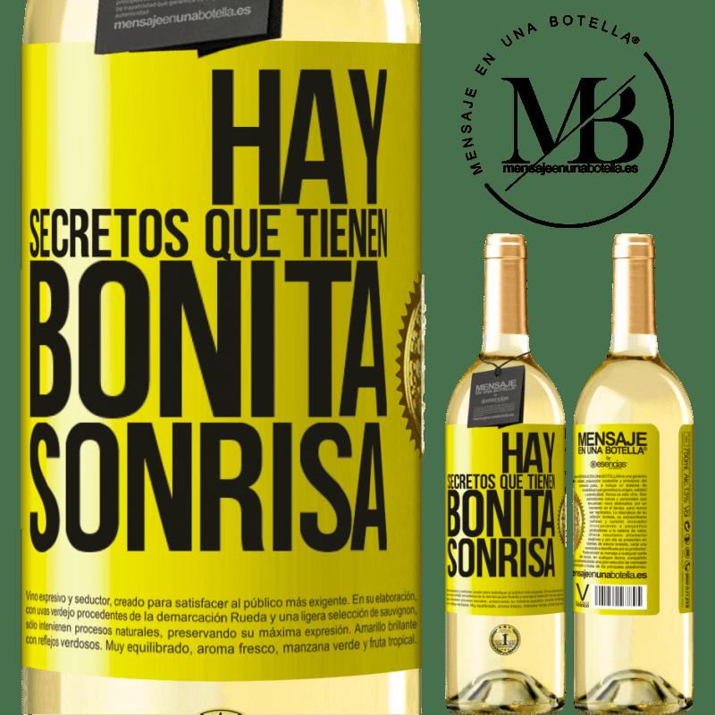 24,95 € Envío gratis | Vino Blanco Edición WHITE Hay secretos que tienen bonita sonrisa Etiqueta Amarilla. Etiqueta personalizable Vino joven Cosecha 2020 Verdejo