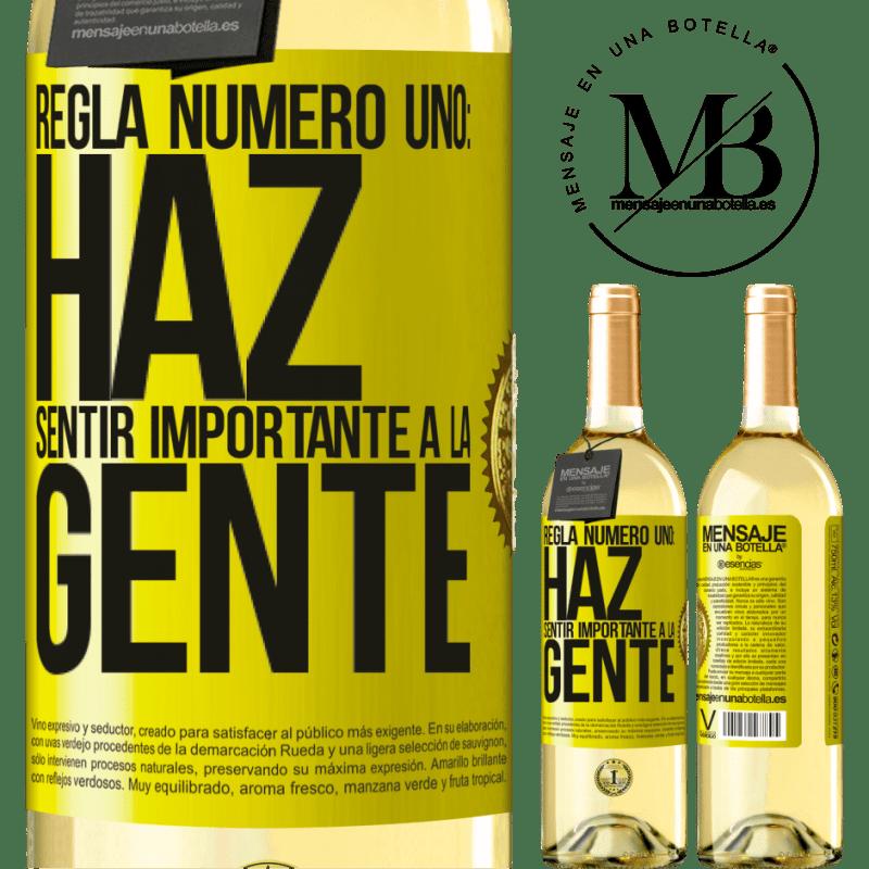 24,95 € Envío gratis | Vino Blanco Edición WHITE Regla número uno: haz sentir importante a la gente Etiqueta Amarilla. Etiqueta personalizable Vino joven Cosecha 2020 Verdejo