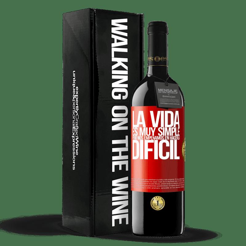 24,95 € Envoi gratuit | Vin rouge Édition RED Crianza 6 Mois La vie est très simple, mais nous nous efforçons de la rendre difficile Étiquette Rouge. Étiquette personnalisable Vieillissement en fûts de chêne 6 Mois Récolte 2018 Tempranillo