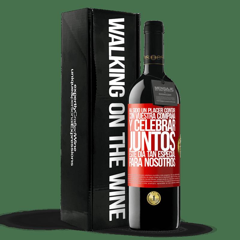 24,95 € Envoi gratuit | Vin rouge Édition RED Crianza 6 Mois Ce fut un plaisir d'avoir votre entreprise et de célébrer ensemble cette journée spéciale pour nous Étiquette Rouge. Étiquette personnalisable Vieillissement en fûts de chêne 6 Mois Récolte 2018 Tempranillo