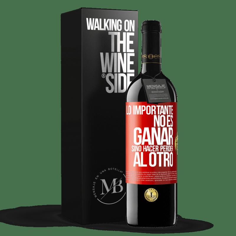 24,95 € Envoi gratuit   Vin rouge Édition RED Crianza 6 Mois L'important n'est pas de gagner, mais de perdre l'autre Étiquette Rouge. Étiquette personnalisable Vieillissement en fûts de chêne 6 Mois Récolte 2018 Tempranillo