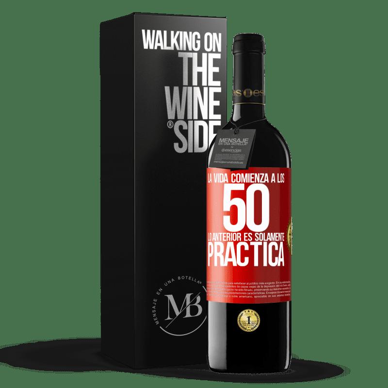 24,95 € Envoi gratuit   Vin rouge Édition RED Crianza 6 Mois La vie commence à 50 ans, ce qui précède n'est que pratique Étiquette Rouge. Étiquette personnalisable Vieillissement en fûts de chêne 6 Mois Récolte 2018 Tempranillo