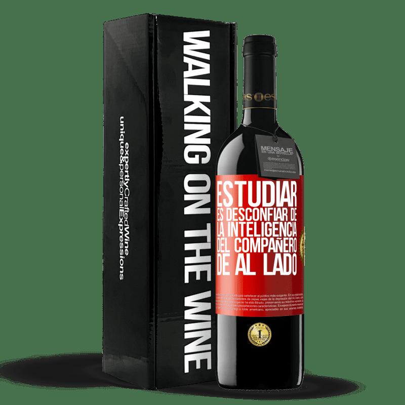 24,95 € Envoi gratuit | Vin rouge Édition RED Crianza 6 Mois Étudier, c'est se méfier de l'intelligence du partenaire d'à côté Étiquette Rouge. Étiquette personnalisable Vieillissement en fûts de chêne 6 Mois Récolte 2018 Tempranillo