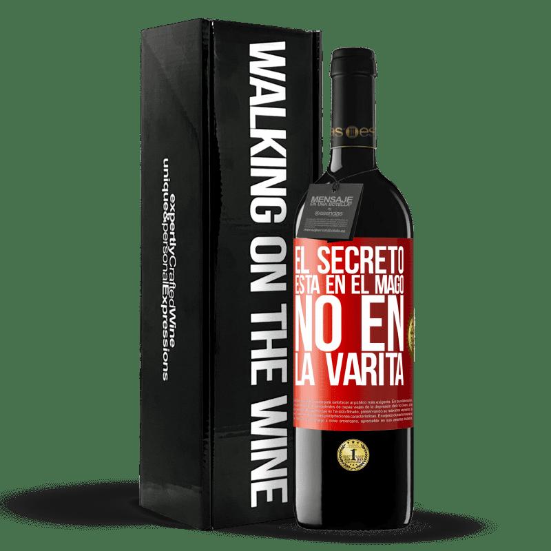 24,95 € Envoi gratuit | Vin rouge Édition RED Crianza 6 Mois Le secret est dans l'assistant, pas dans la baguette Étiquette Rouge. Étiquette personnalisable Vieillissement en fûts de chêne 6 Mois Récolte 2018 Tempranillo