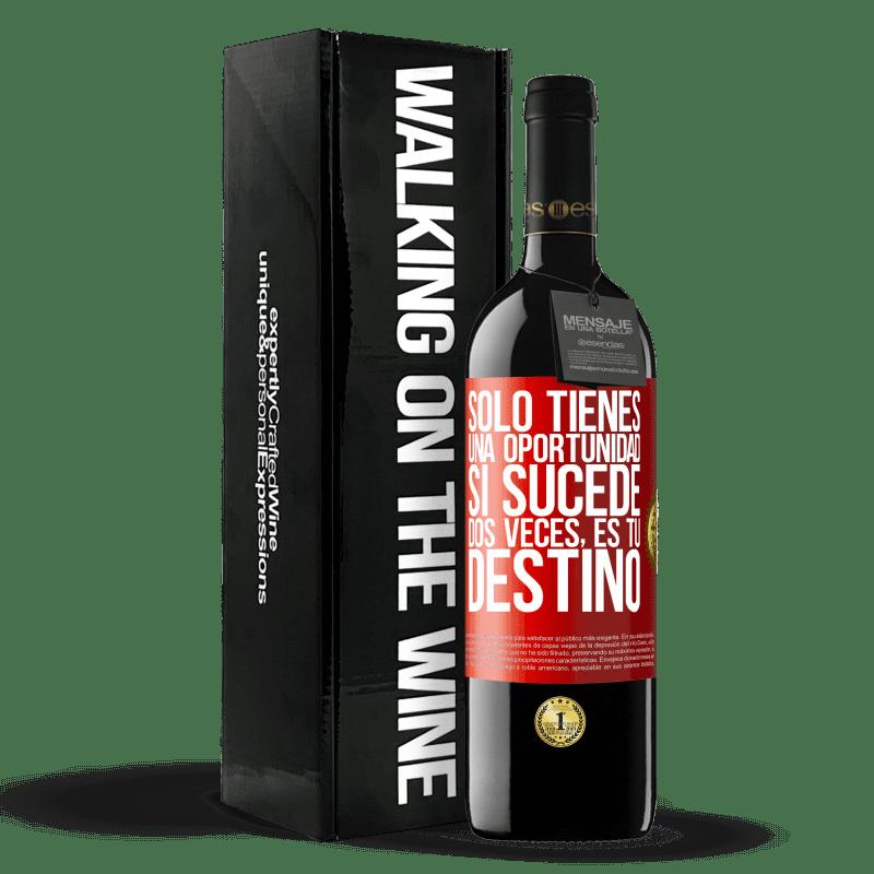 24,95 € Envoi gratuit | Vin rouge Édition RED Crianza 6 Mois Vous n'avez qu'une seule chance. Si ça arrive deux fois, c'est ton destin Étiquette Rouge. Étiquette personnalisable Vieillissement en fûts de chêne 6 Mois Récolte 2018 Tempranillo