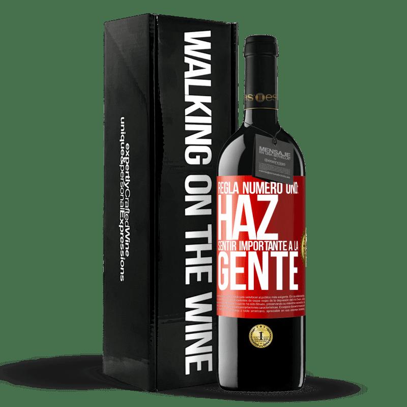 24,95 € Envoi gratuit | Vin rouge Édition RED Crianza 6 Mois Règle numéro un: faire en sorte que les gens se sentent importants Étiquette Rouge. Étiquette personnalisable Vieillissement en fûts de chêne 6 Mois Récolte 2018 Tempranillo