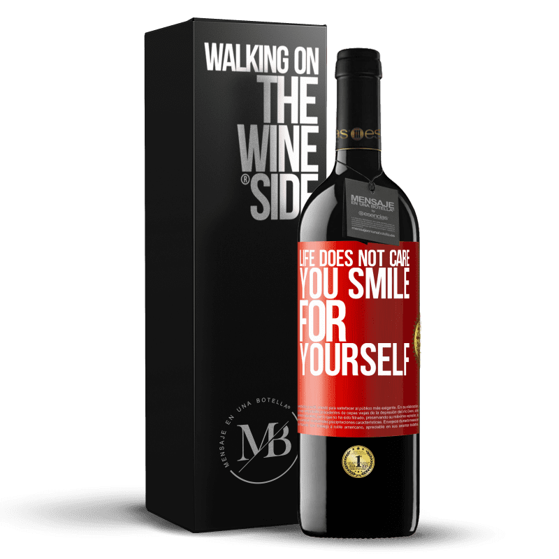 24,95 € Free Shipping | Red Wine RED Edition Crianza 6 Months Life does not care, you smile for yourself Red Label. Customizable label Aging in oak barrels 6 Months Harvest 2018 Tempranillo