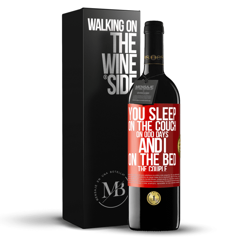 24,95 € Free Shipping | Red Wine RED Edition Crianza 6 Months You sleep on the couch on odd days and I on the bed the couple Red Label. Customizable label Aging in oak barrels 6 Months Harvest 2018 Tempranillo