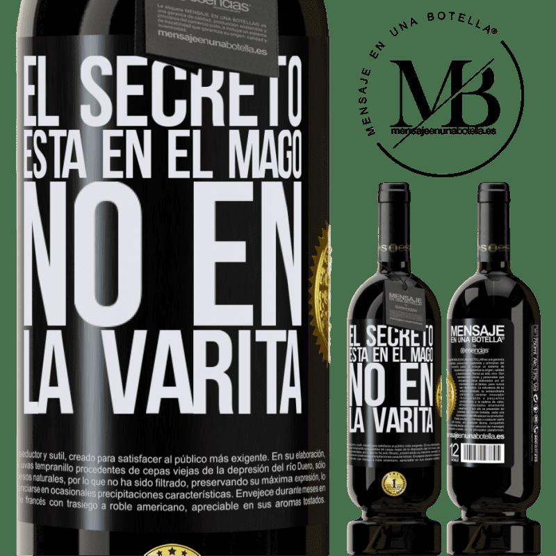 29,95 € Envío gratis | Vino Tinto Edición Premium MBS® Reserva El secreto está en el mago, no en la varita Etiqueta Negra. Etiqueta personalizable Reserva 12 Meses Cosecha 2013 Tempranillo