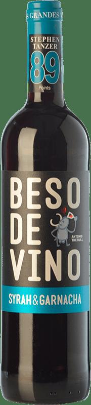 5,95 € Envío gratis | Vino tinto Grandes Vinos Beso de Vino Joven D.O. Cariñena Aragón España Syrah, Garnacha Botella 75 cl