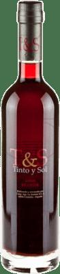 15,95 € Envío gratis | Vino generoso Tinto y Sol Andalucía y Extremadura España Merlot Media Botella 50 cl